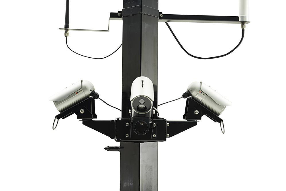 Up to 4 static cameras